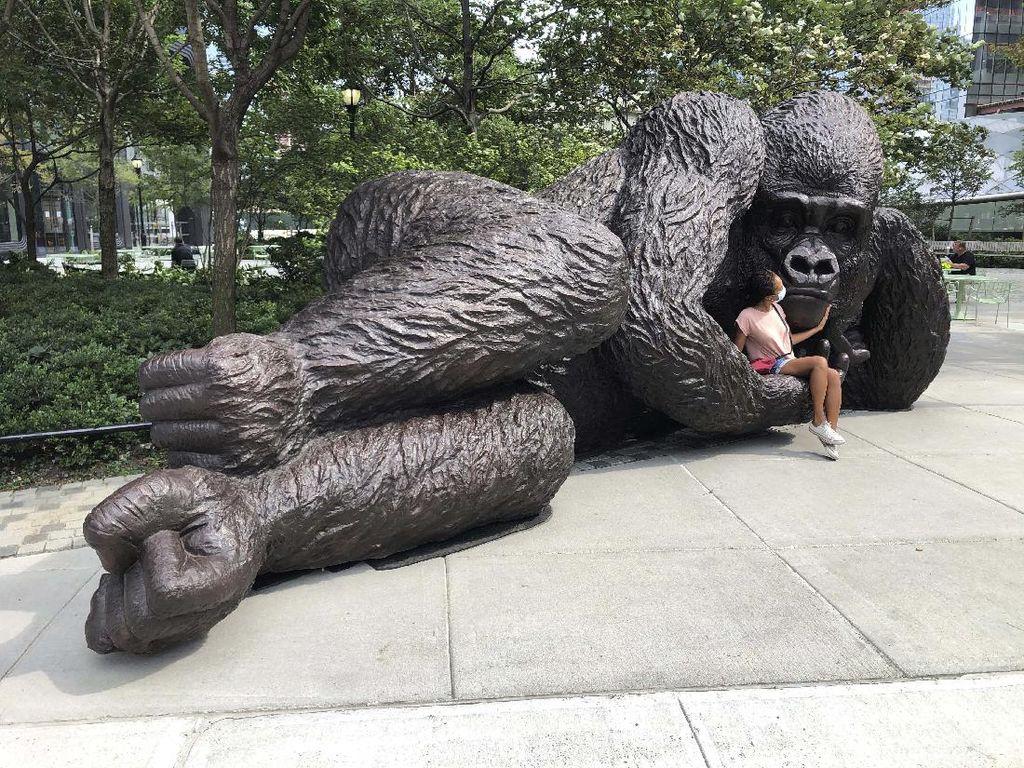 Patung Gorila Ini Mengingatkan Hewan yang Terancam Punah
