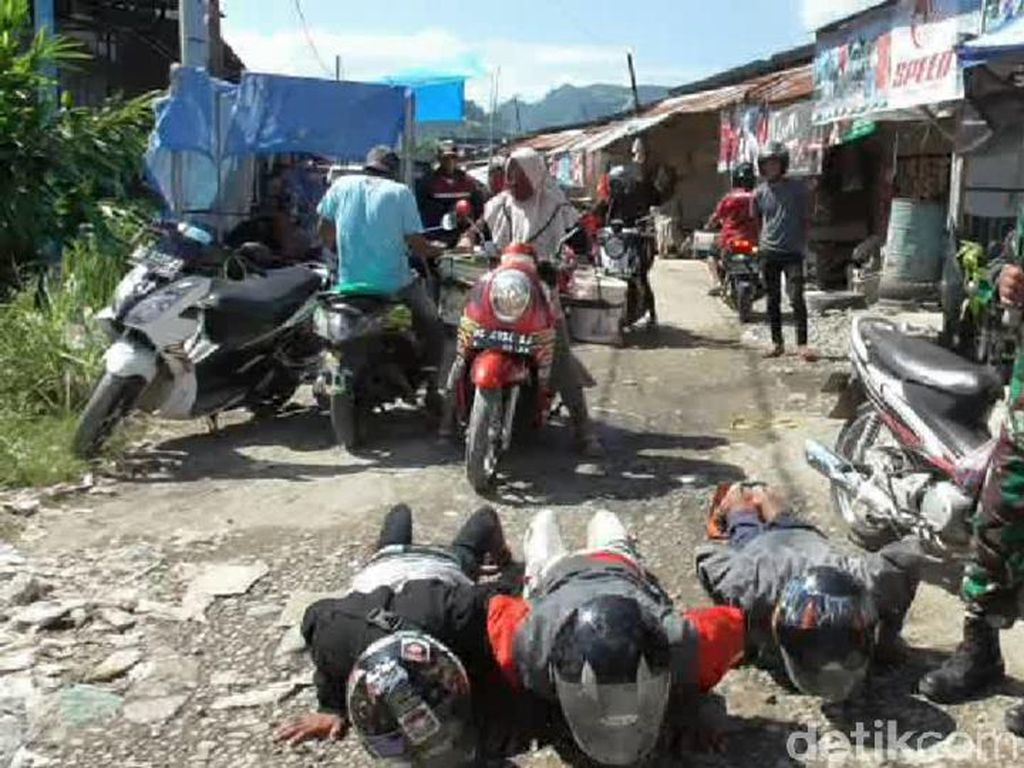 Langgar Protokol Kesehatan, Warga di Mamuju Disanksi Push Up-Hafal Pancasila
