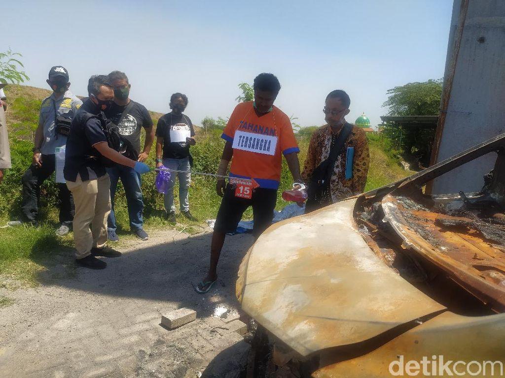 Sebal Keluarga Lihat Pembakar Mobil Via Vallen Senyam-senyum Saat Rekonstruksi