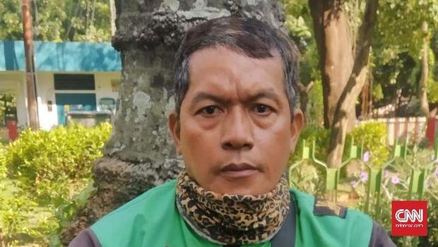 Gubernur DKI Jakarta Anies Baswedan menerbitkan Peraturan Gubernur (Pergub) Nomor 80 Tahun 2020 tentang Pelaksanaan Pembatasan Sosial Berskala Besar pada Masa Transisi Menuju Masyarakat Sehat, Aman, dan Produktif.