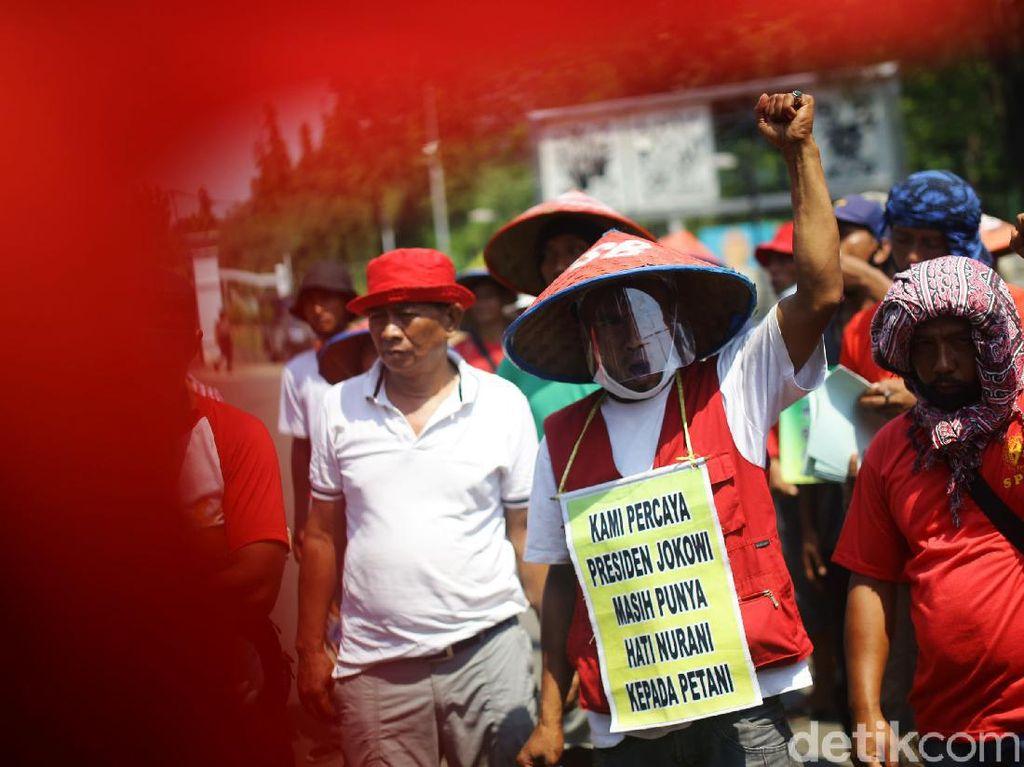 Foto-foto Petani Medan Geruduk Istana Negara