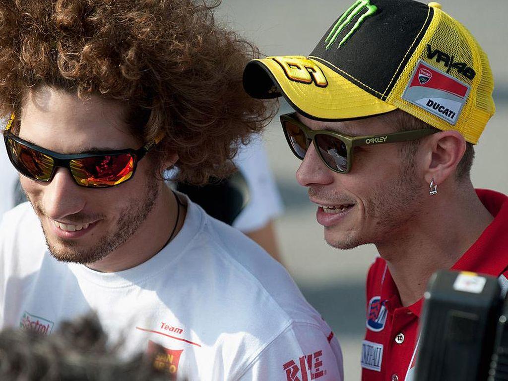 Apa Ini Penampakan Wajah Simoncelli yang Lindungi Rossi di Austria?