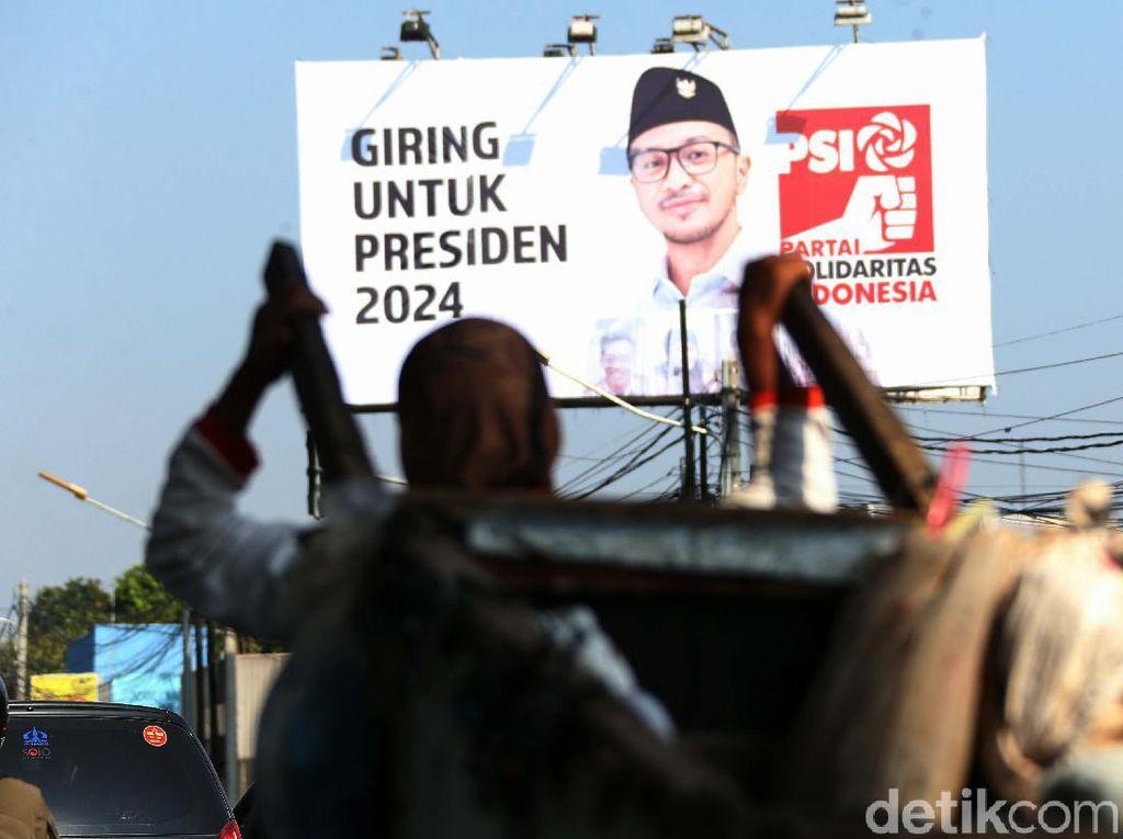Baliho Besar Giring untuk Presiden 2024 Mejeng di Kalimalang