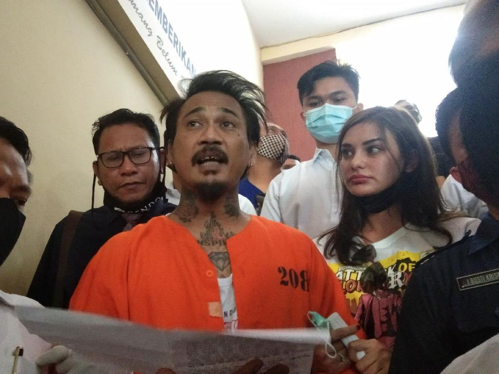 Tanpa Masker Jerinx SID Titip Salam untuk Gubernur Koster
