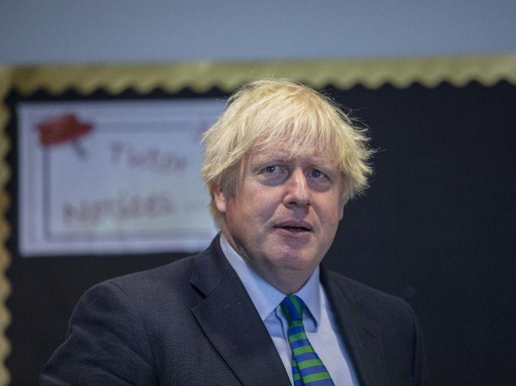 Inggris Wajibkan Pelajar Pakai Masker di Sekolah