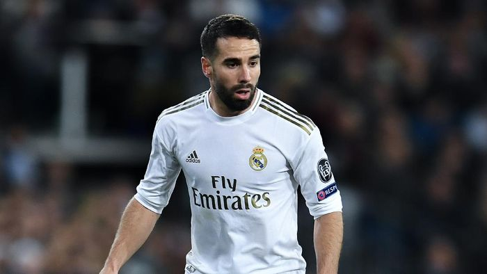 MADRID, SPAIN - FEBRUARY 26: Dani Carvajal of Real Madrid CF runs with the ball during the UEFA Champions League round of 16 first leg match between Real Madrid and Manchester City at Bernabeu on February 26, 2020 in Madrid, Spain. (Photo by David Ramos/Getty Images)