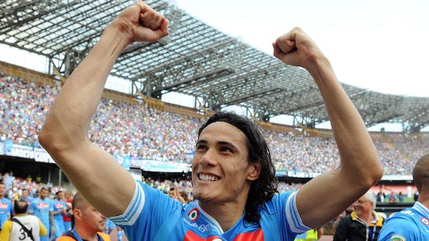 NAPLES, ITALY - MAY 12:  Edinson Cavani of Napoli celebrates the victory after the Serie A match between SSC Napoli and AC Siena at Stadio San Paolo on May 12, 2013 in Naples, Italy.  (Photo by Giuseppe Bellini/Getty Images)