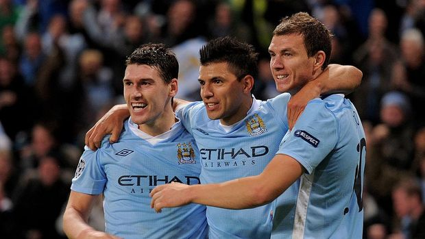 MANCHESTER, ENGLAND - OCTOBER 18:  Sergio Aguero of Manchester City celebrates scoring his team's second goal with team mates Gareth Barry (L) and Edin Dzeko (R) during the UEFA Champions League Group A match between Manchester City and Villareal CF at the Etihad Stadium on October 18, 2011 in Manchester, England.  (Photo by Michael Regan/Getty Images)
