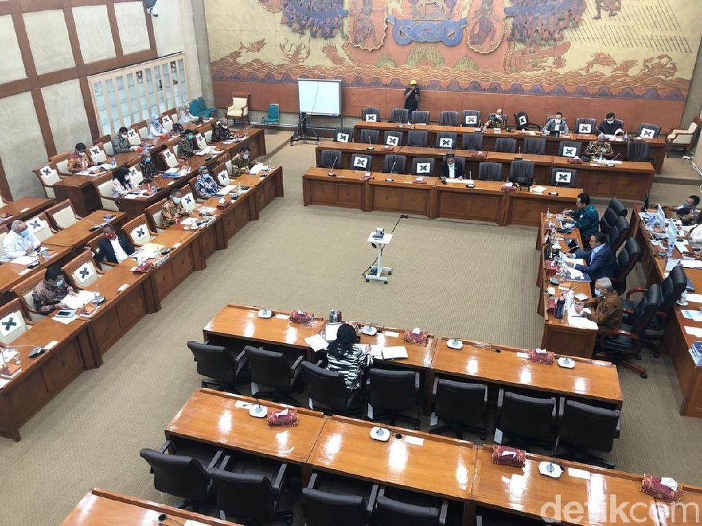 Komisi VI Wacanakan Tradisi Rangkap Jabatan Komisaris BUMN Dihapus!