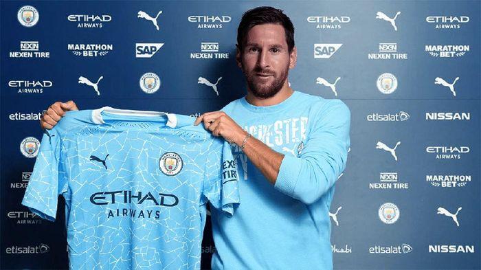 Lionel Messi berseragam Manchester City