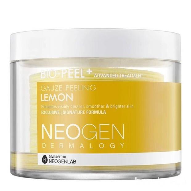 Neogen Biopeel ini dibuat dengan bahan-bahan alami sehingga bisa digunakan pada kulit sensitif. Produk ini juga mudah digunakan karena dikemas dalam bentuk pads yang berisi 30 pads.