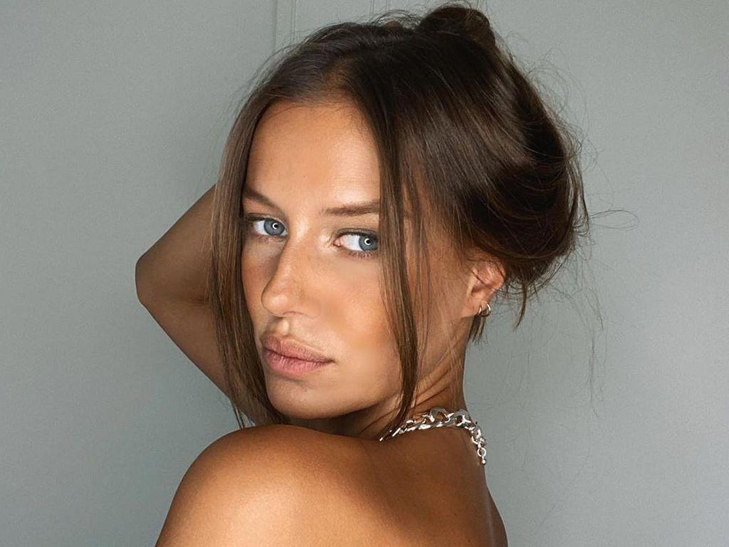 Foto: Model Cantik yang Digosipkan Pacar Brad Pitt, Mirip Angelina Jolie