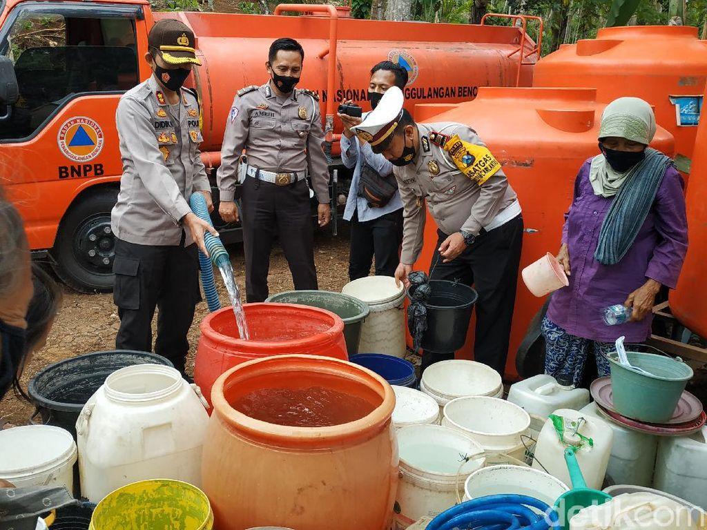 Pacitan Dilanda Krisis Air Bersih, Ini Langkah Polisi Bantu Warga