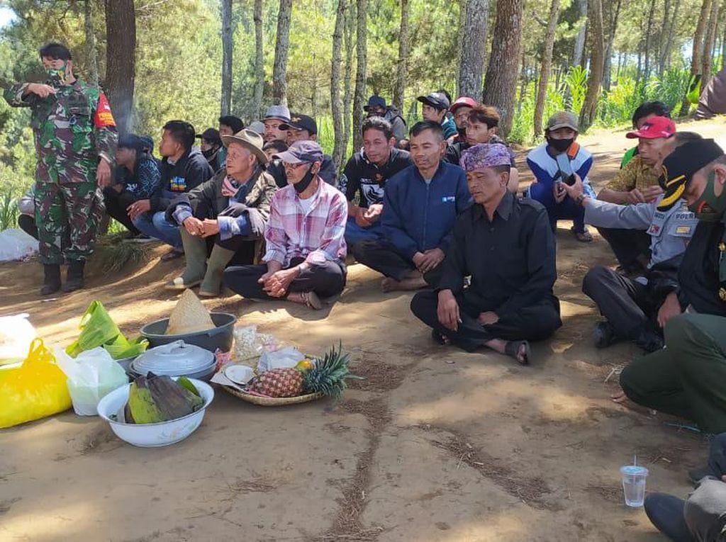 Ini Ritual Potong Kambing Buat Tolak Bala di Lembang