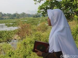 Sekolah Berbayar Sampah di Pinggiran Sungai Citarum