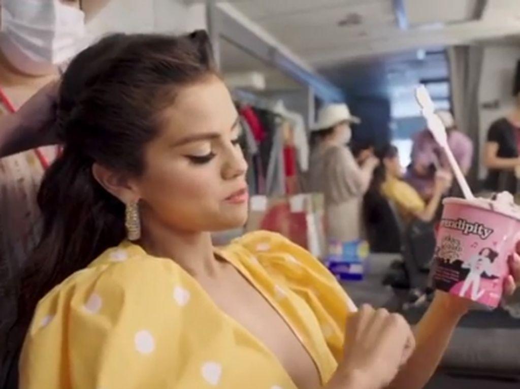 Selena Gomez Bikin Es Krim Baru Untuk Rayakan Kolaborasi dengan Blackpink