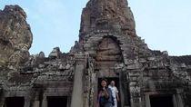 Menyusuri Lorong Waktu di Kuil Bayon Siem Reap