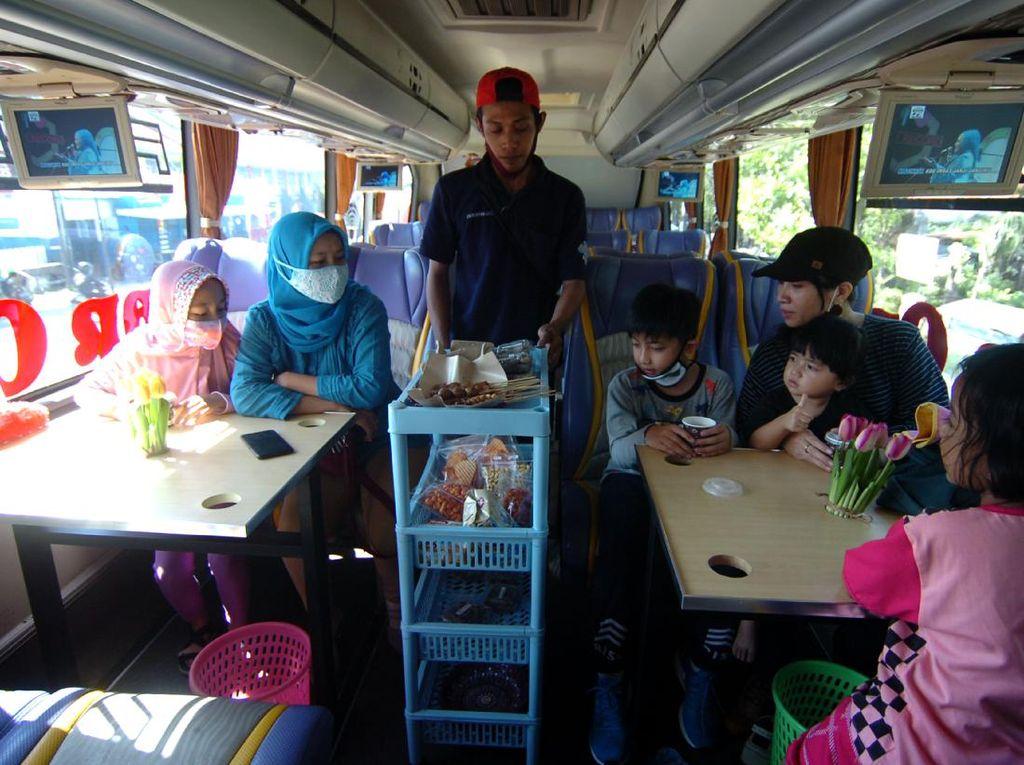 Di Pemalang Ada Bus Wisata yang Dirombak Jadi Angkringan Lho