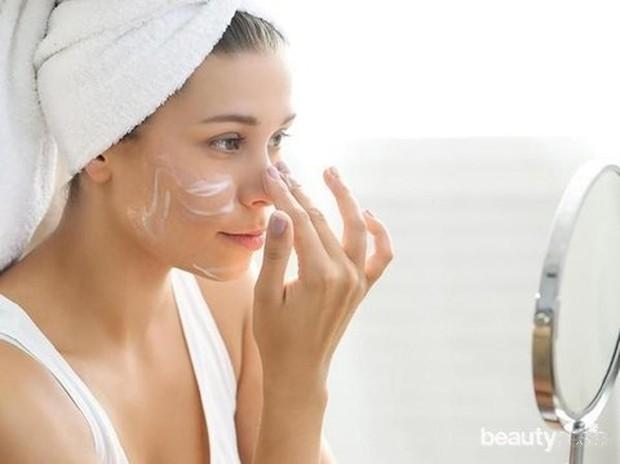 Pemilik kulit berminyak dapat menggunakan formula asam salisilat dan pengelupasan fisik dengan bahan yang menyerap minyak untuk eksfoliasi.