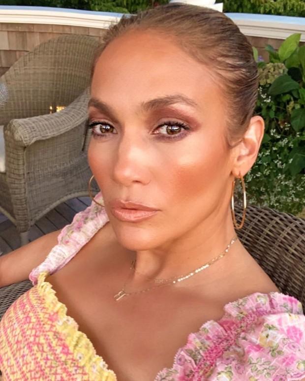Jennifer Lopez atau akrab disapa JLo akan meluncurkan brand kecantikan dan perawatan kulit miliknya, JLo Beauty.