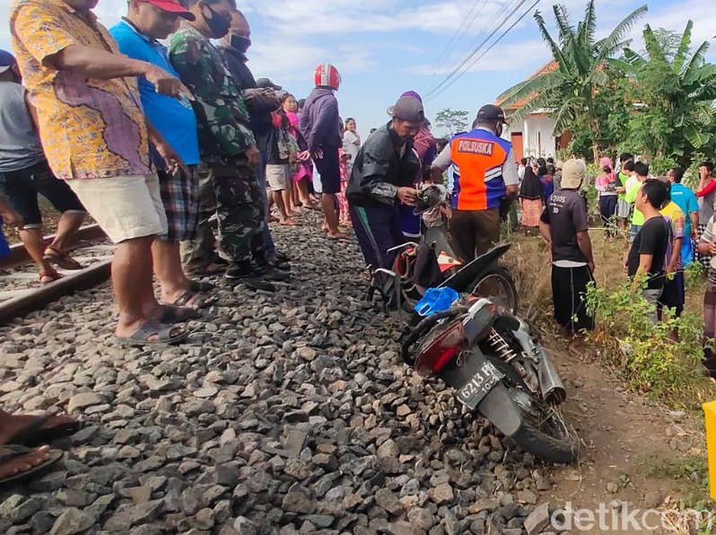 Buruh Tani di Probolinggo Tewas Tertabrak Kereta Karena Nyelonong Terus
