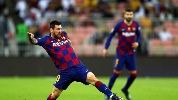 JEDDAH, SAUDI ARABIA - JANUARY 09:  Lionel Messi of Barcelona in action during the Supercopa de Espana Semi-Final match between FC Barcelona and Club Atletico de Madrid at King Abdullah Sports City on January 09, 2020 in Jeddah, Saudi Arabia. (Photo by Francois Nel/Getty Images)