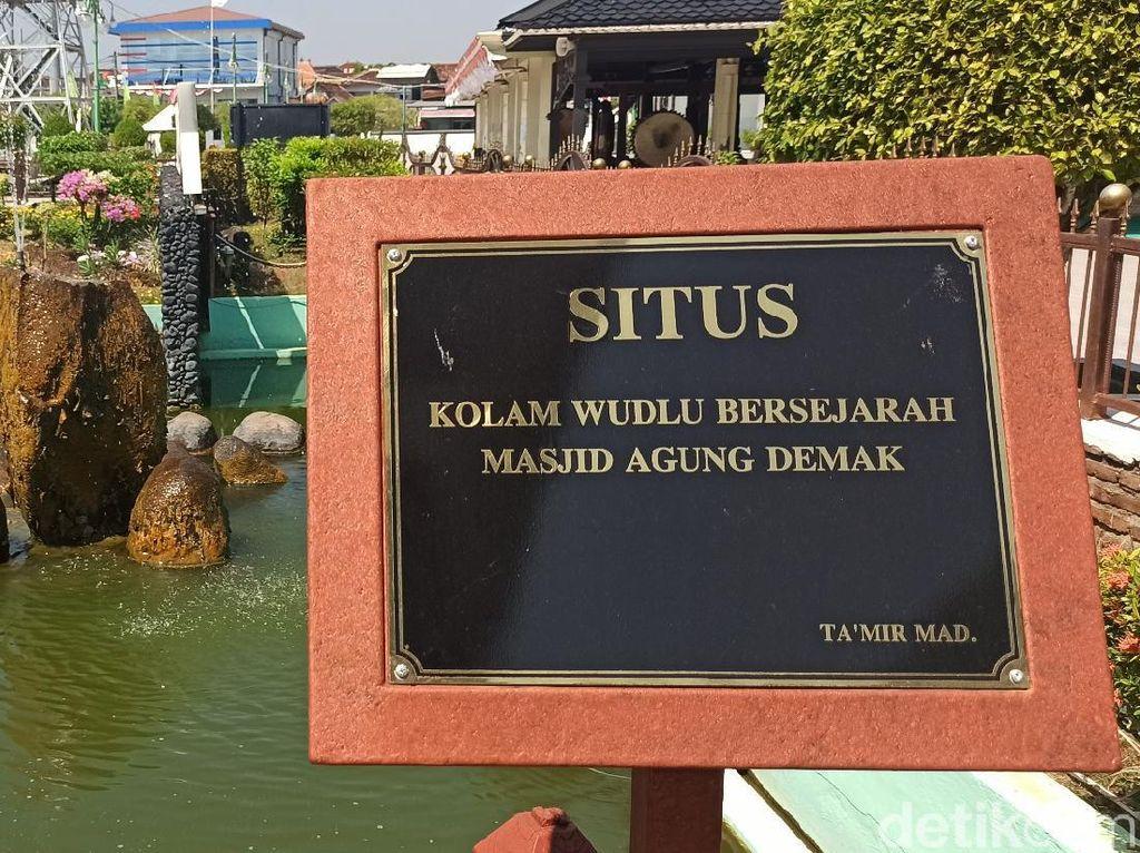 Menilik Kolam Wudhu Masjid Agung Demak yang Bersejarah