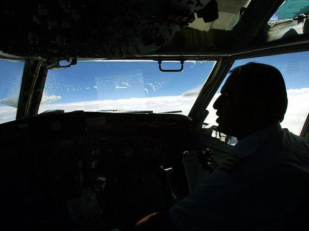 Selain PHK, United Airlines Mau Pangkas 55% Jadwal Penerbangan