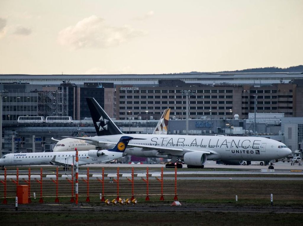 Ada Orang Diduga Gigit Kuping Penumpang Lain, Pesawat Dialihkan