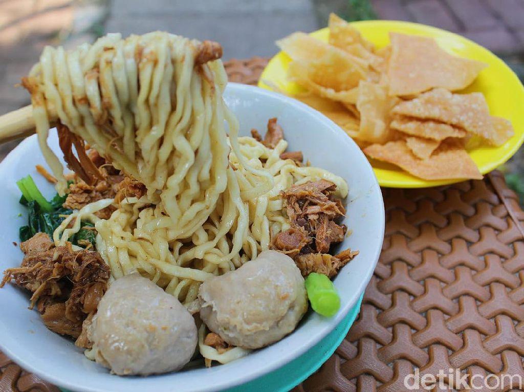 5 Tempat Makan Mie Ayam Bangka dan Mie Pelangi