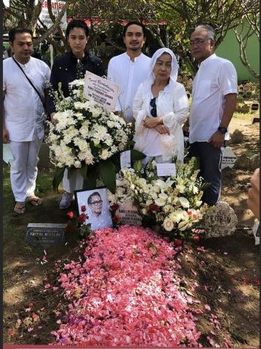 Pemakaman Barli Asmara