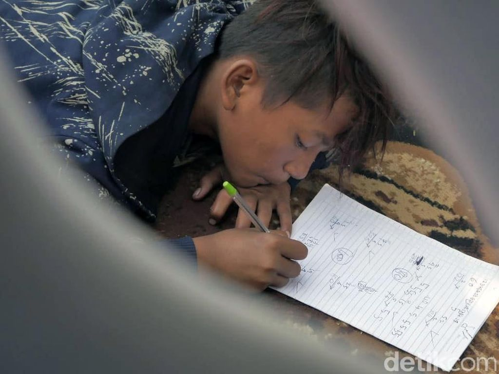 Potret Sekolah Anak Jalanan di Alun-alun Kota Cimahi