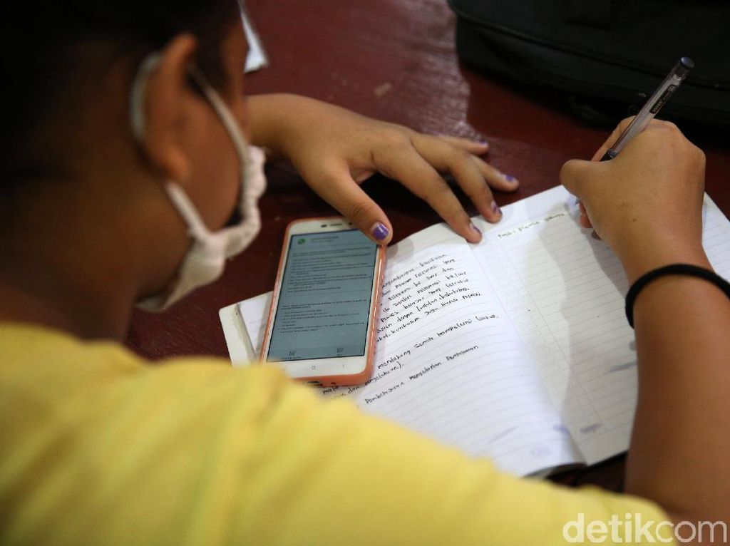 Dampak Psikologi Siswa Akibat Belajar Online dan Solusinya