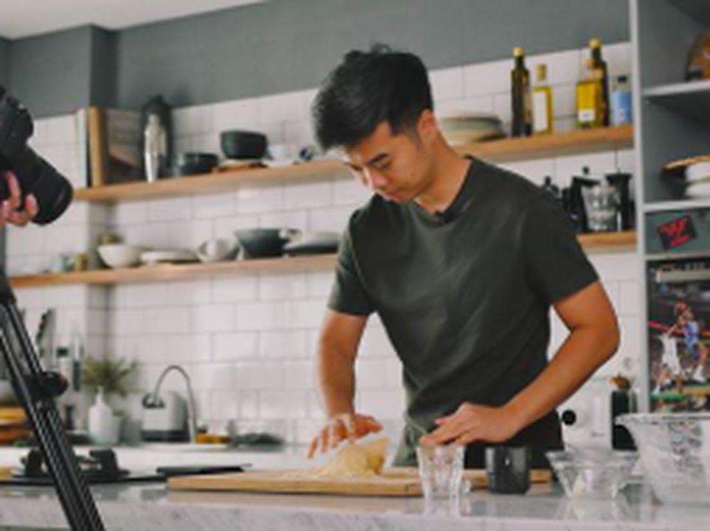 Yohanes Adhijaya, Baker Muda dari Bandung yang Jago Bikin Ragi Alami