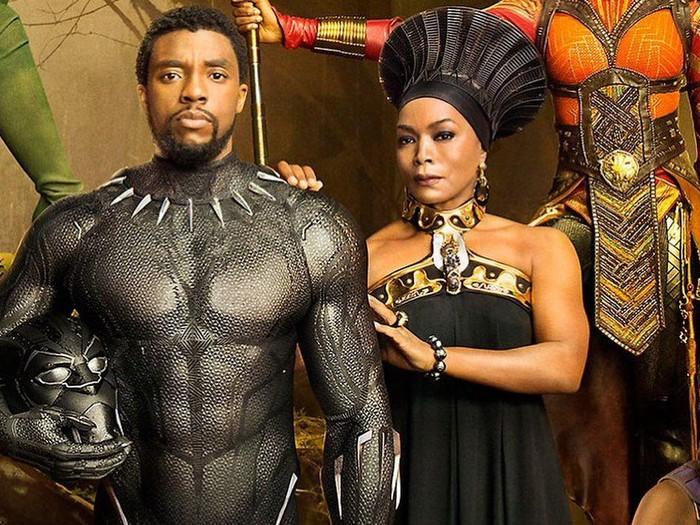 Chadwick Boseman bersama bintang Black Panther
