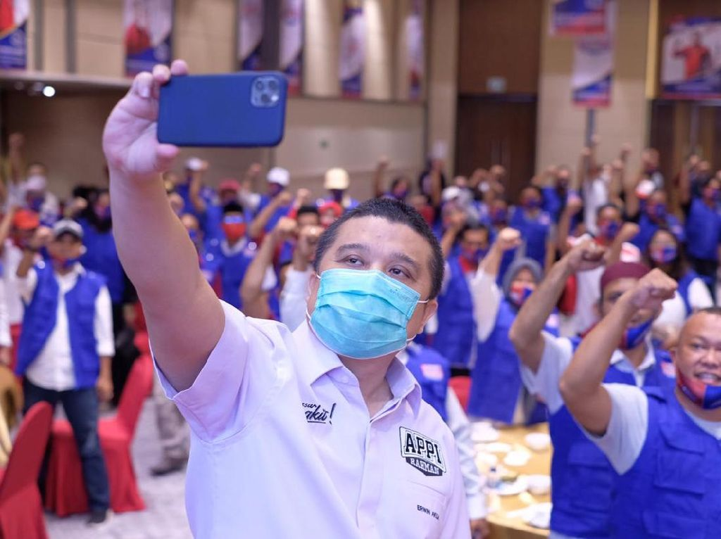 Turun Gunung ke Pilkada Makassar, Erwin Aksa Kukuhkan Relawan Appi di RT-RW