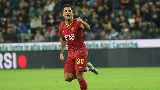 UDINE, ITALY - OCTOBER 30: Justin Kluivert of AS Roma celebrates after scoring a goal during the Serie A match between Udinese Calcio and AS Roma at Stadio Friuli on October 30, 2019 in Udine, Italy.  (Photo by Gabriele Maltinti/Getty Images)