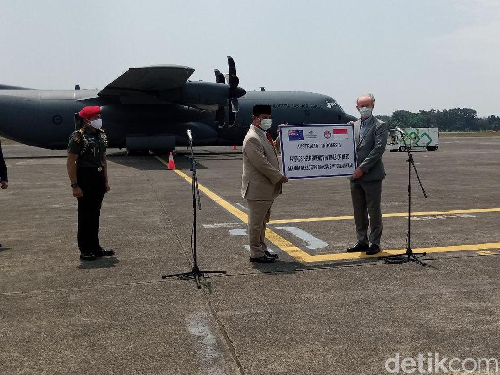 Menhan Prabowo Terima Bantuan 30 Ton Alat Kesehatan dari Australia