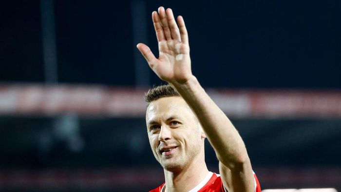 BELGRADE, SERBIA - NOVEMBER 17: Nemanja Matic of Serbia applaudds to the fans after the UEFA Nations League C group four match between Serbia and Montenegro at stadium Rajko Mitic on November 17, 2018 in Belgrade, Serbia. (Photo by Srdjan Stevanovic/Getty Images)