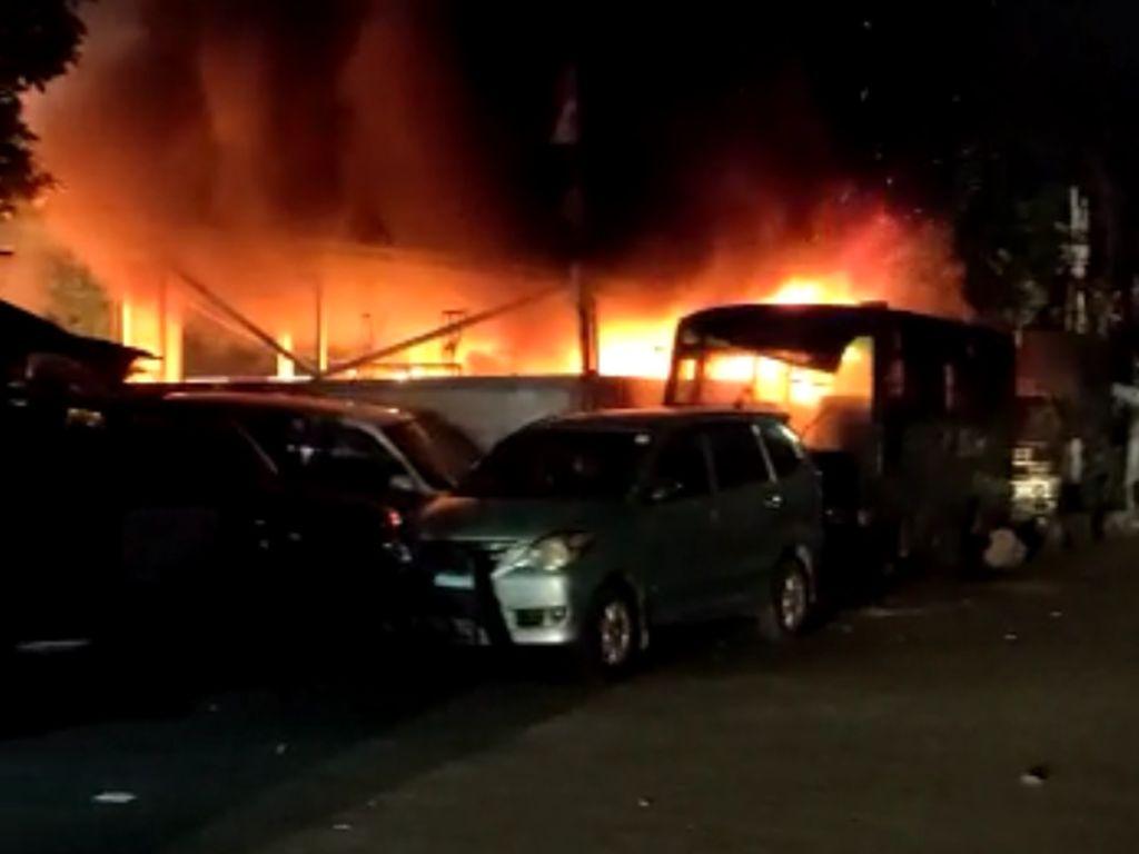Kronologi Lengkap Kejadian Seputar Penyerangan Polsek Ciracas