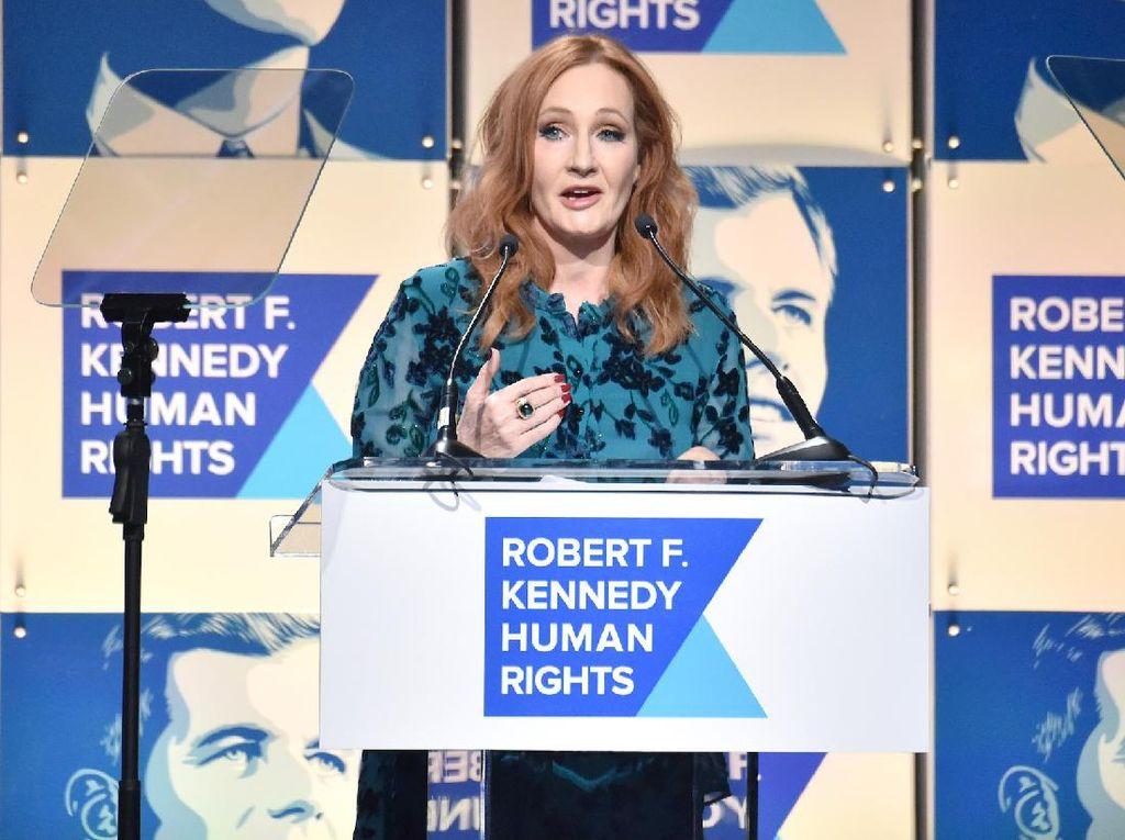 200 Penulis Kecam JK Rowling yang Antitransgender