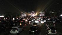 Wajah-wajah Semringah Artis Nonton Konser Drive-in