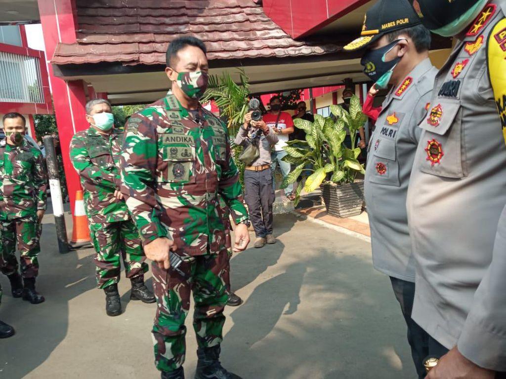 KSAD-Wakapolri Jenguk Korban Penyerangan Polsek Ciracas di RS Polri