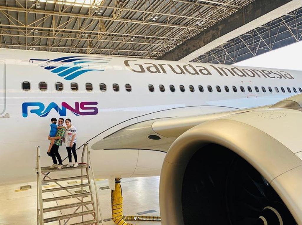 Viral Logo Perusahaan Raffi Ahmad di Pesawat Garuda, Ini Penjelasannya