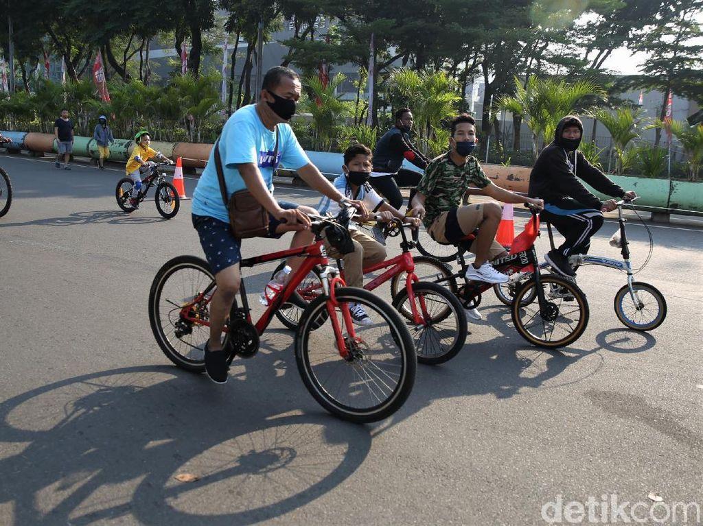 Kawasan Khusus Pesepeda Dibuka, Jl Medan Merdeka Barat Ramai Warga