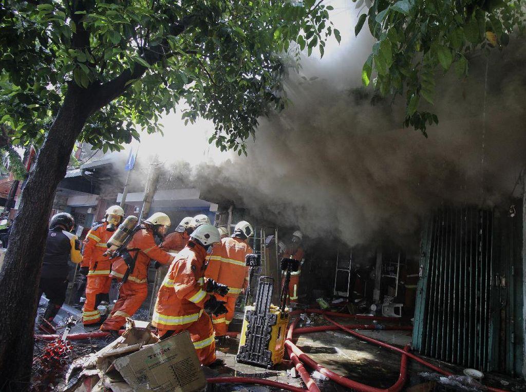 Kebakaran Tewaskan Satu Keluarga di Surabaya Diduga Korsleting Listrik
