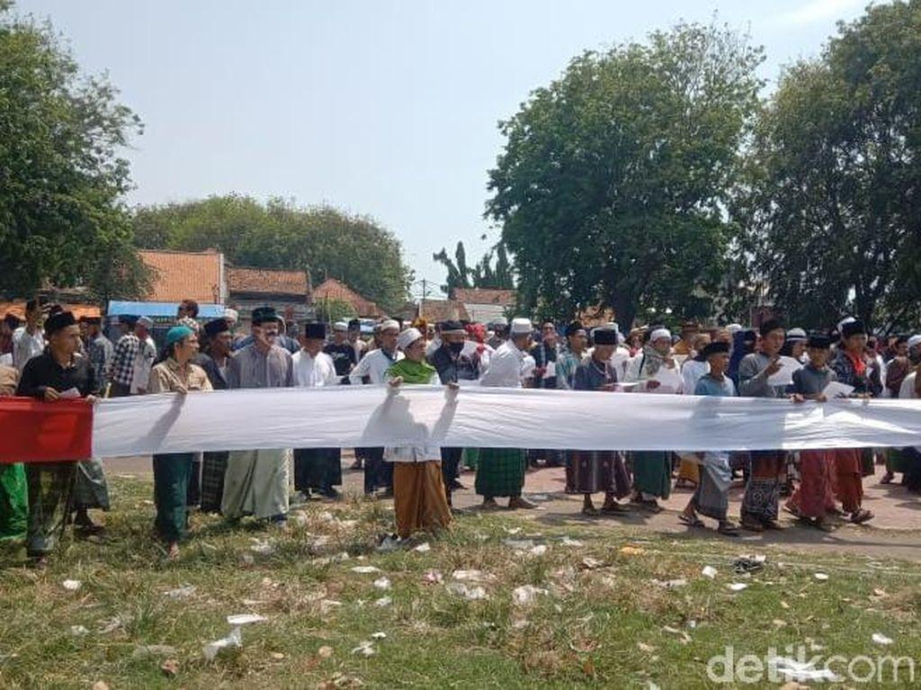 Tolak Penobatan Sultan Sepuh XV, Ratusan Santri Datangi Keraton Cirebon