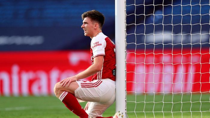 LONDON, ENGLAND - AUGUST 01: Kieran Tierney of Arsenal reacts during the Heads Up FA Cup Final match between Arsenal and Chelsea at Wembley Stadium on August 01, 2020 in London, England. Football Stadiums around Europe remain empty due to the Coronavirus Pandemic as Government social distancing laws prohibit fans inside venues resulting in all fixtures being played behind closed doors. (Photo by Catherine Ivill/Getty Images)