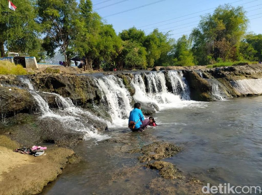 Lagi Hits di Pasuruan, Air Terjun Mini Sungai Dhompo