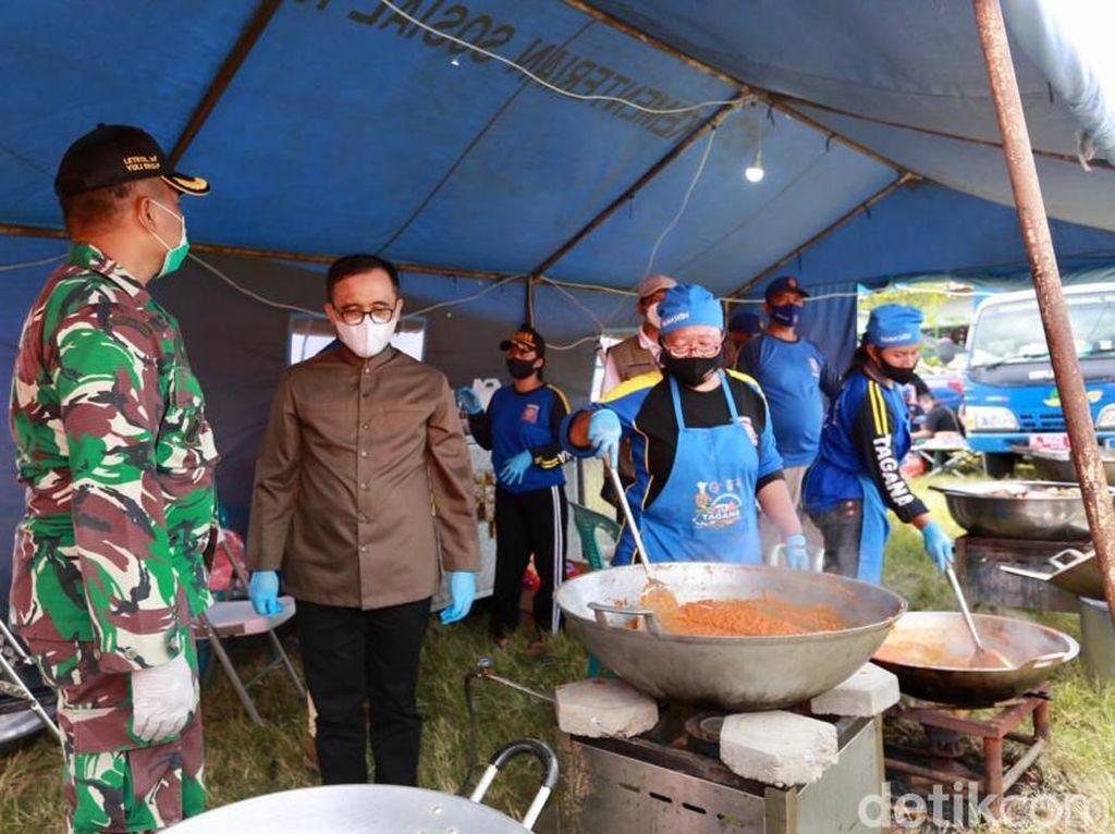 Dapur Umum COVID-19 di Banyuwangi Siapkan 18 Ribu Nasi untuk Santri